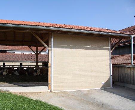 Böck Traunsteiner Silo Windschutz Windschutzmaterial PVC- Lamelle Windschutzsysteme Weideunterstand Reitplatzbau